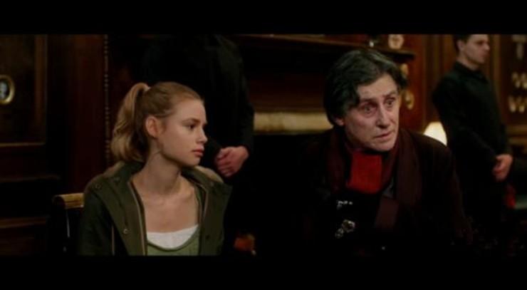 vampire-academy-trailer2-01